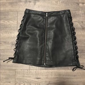 Chic Leather skirt 😍
